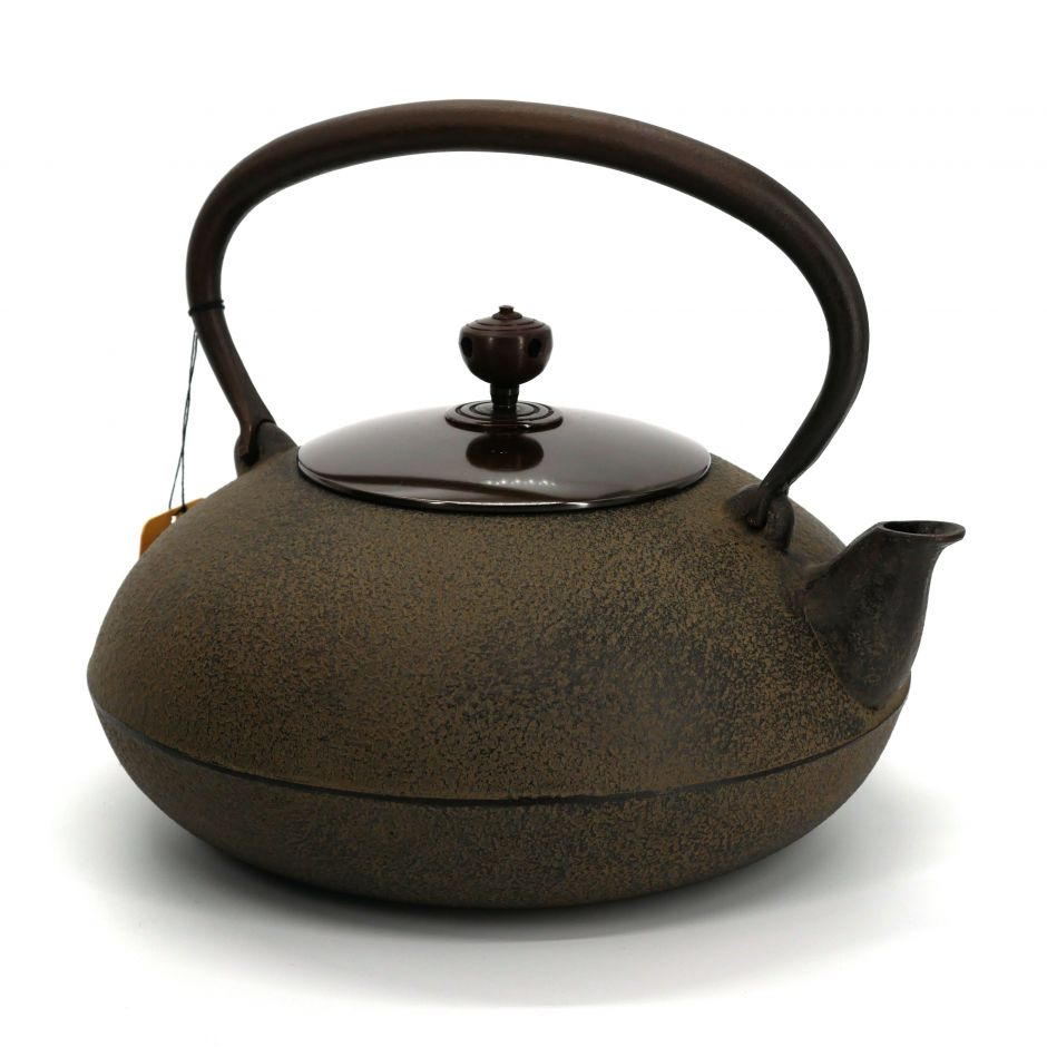 Japanese cast iron kettle with copper cover, HIRAMARU, bronze
