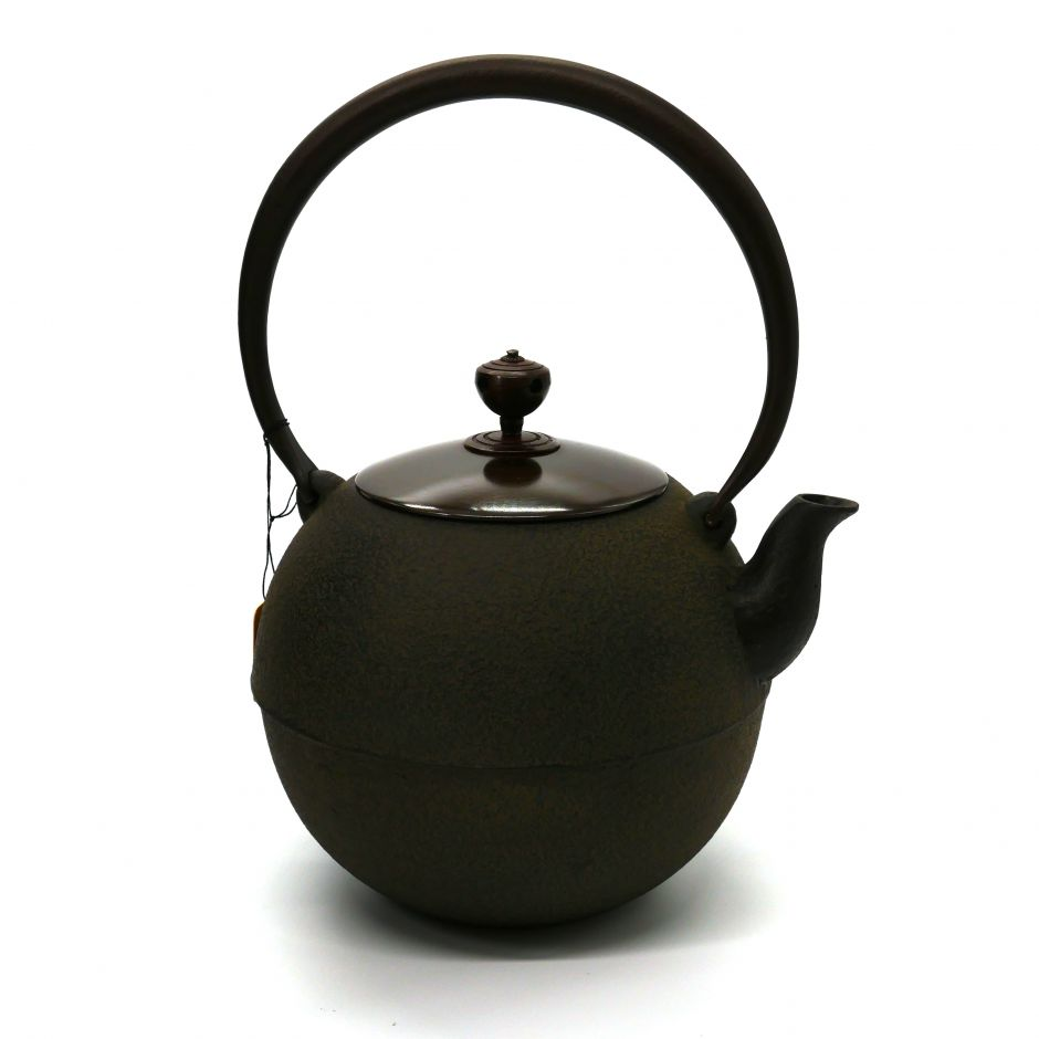 Japanese cast iron kettle with copper lid, MARU, bronze