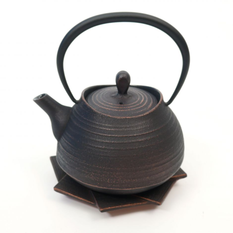 Japanese copper-colored cast iron teapot from Japan, ITCHU-DO HAKEME + trivet